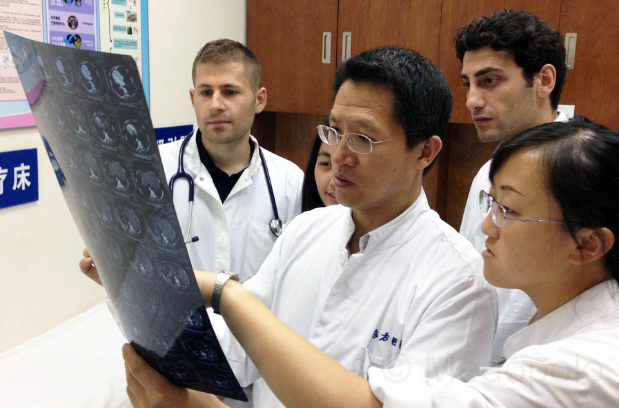 International medical students (PJ, Famulatur) during elective internship on ward at the Shanghai East Hospital